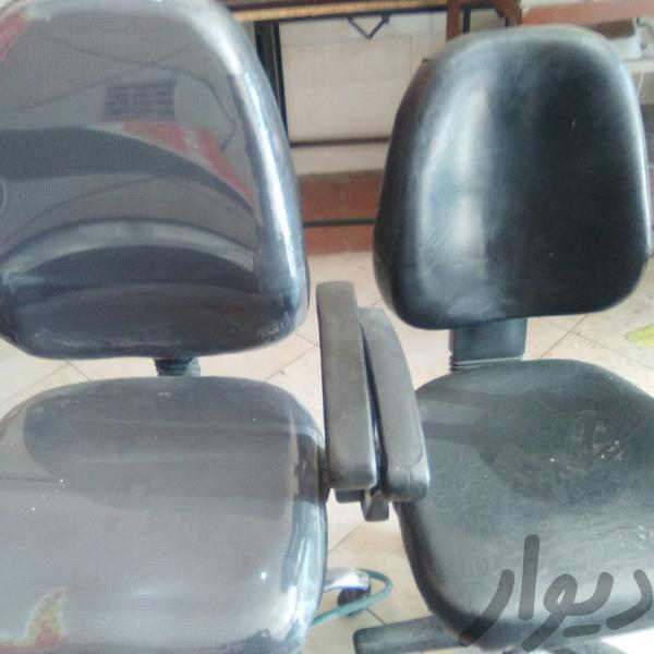 دو عدد صندلی چرخ دار|دفتر کار|قزوین|دیوار