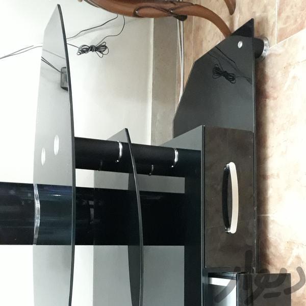 میز تلویزیون شیشه ای دارای پایه متحرک جهت تلویزیون|میز تلویزیون و وسایل سیستم پخش|اهواز، گلستان|دیوار