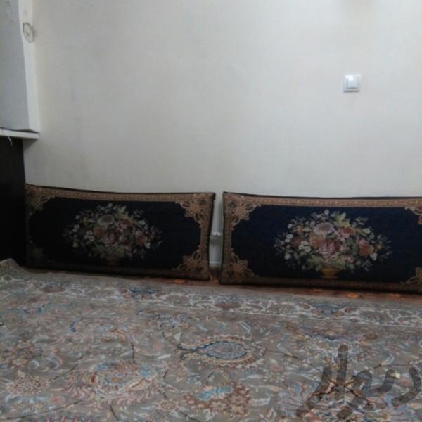 دو جفت پشتی سرمه ای فرش و گلیم تهران، گمرک دیوار